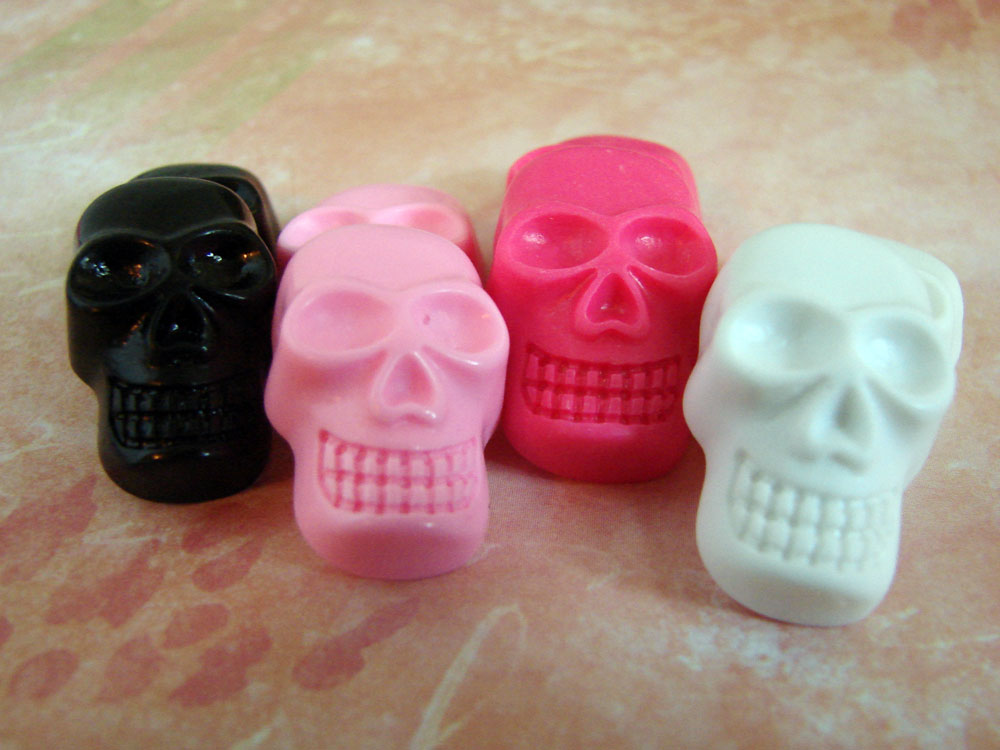 Flat Back Resin Skull Cabochons